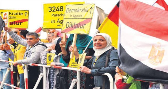 Sisi Almanya'da protesto edildi