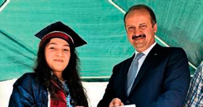 Başkan Akgül okul şenliklerinde