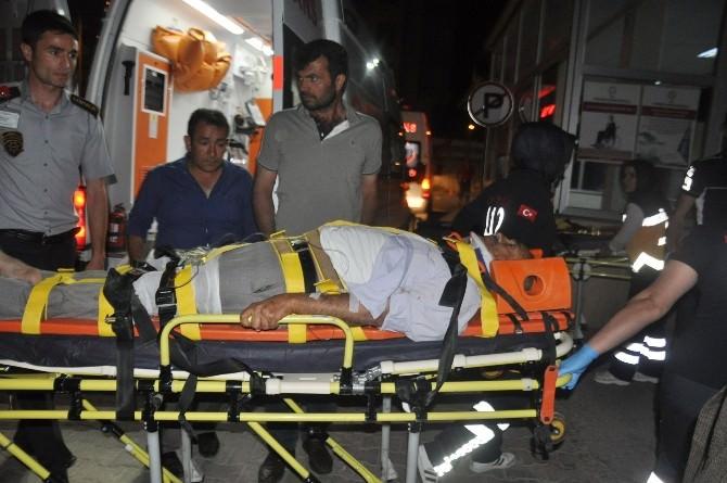 Adıyaman'da İki Otomobil Kafa Kafaya Çarpıştı: 5 Yaralı