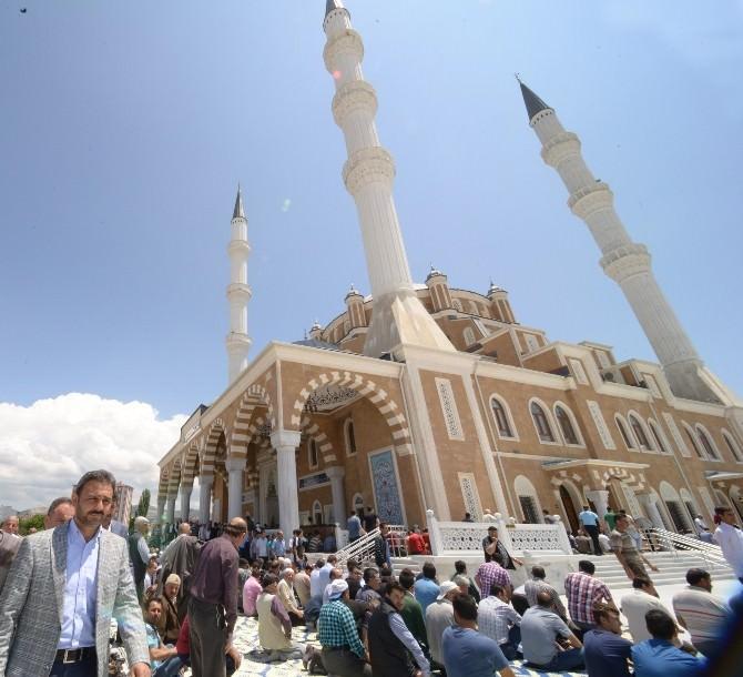Çorum Akşemseddin Cami İbadete Açıldı