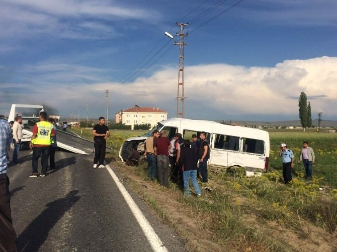 Nevşehir'de Trafik Kazası: 12 Yaralı