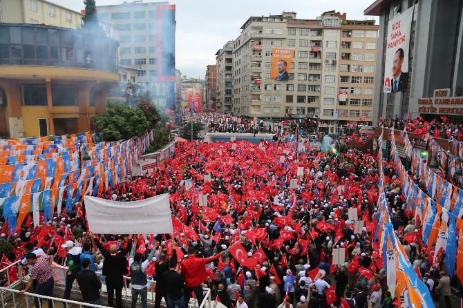"""Rize'de """"Başkanına Sahip Çık"""" Yürüyüşü Düzenlendi"""