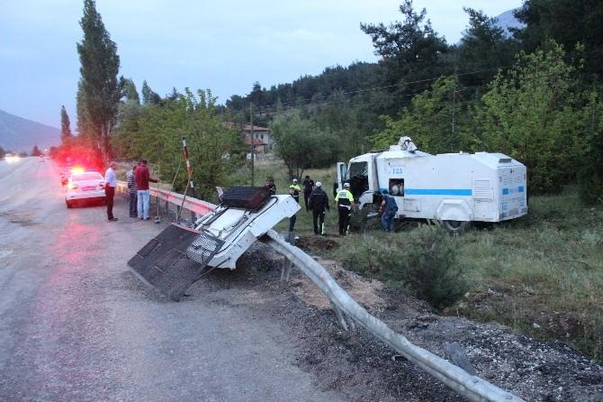 Başbakan'ın Mitinginden Dönen TOMA Kaza Yaptı: 2 Polis Yaralı