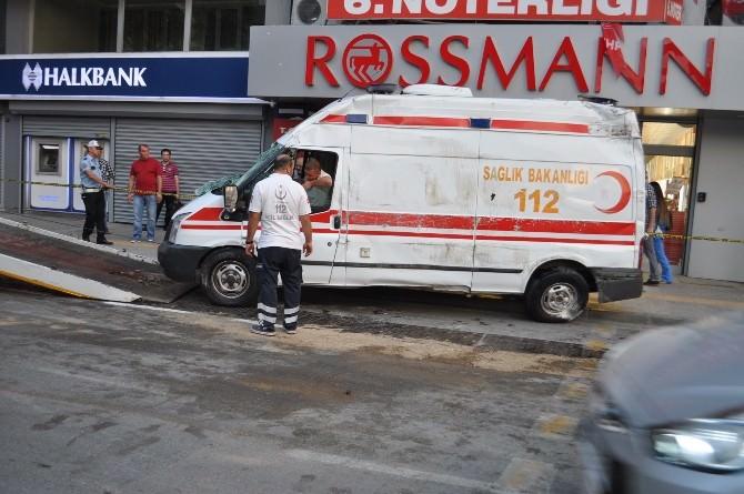 İzmir'de Ambulans Otomobille Çarpıştı: 6 Yaralı