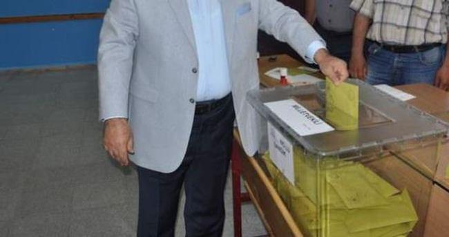 İki ayrı yerde oy kullanan görevli yakalandı