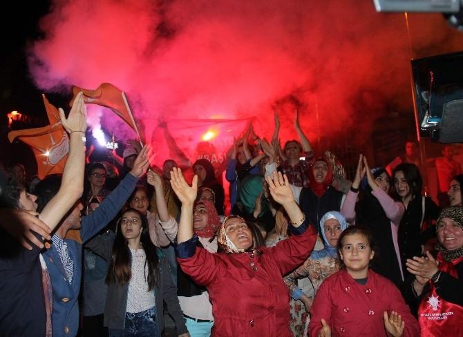 AK Parti'den Rize'de Zafer Kutlaması