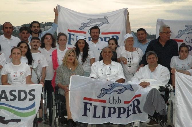 İş Adamı Ahmet Bayer'den Engelli Öğrencilere Tam Testek