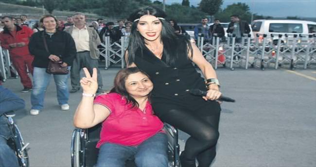 Başkentte Hande Yener rüzgârı esti
