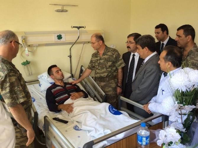 Kaza Yapan Askerlere 'Geçmiş Olsun' Ziyareti