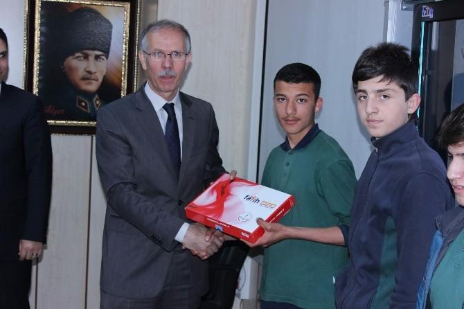 Yozgat'ta Fatih Projesiyle 4 Bin 57 Öğrenciye Tablet Bilgisayar Dağıtıldı