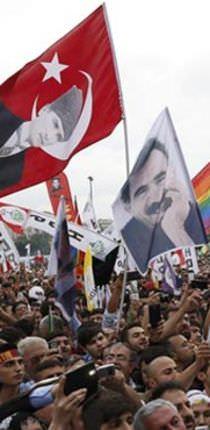 Atatürk ve Öcalan'lı seçim kutlaması