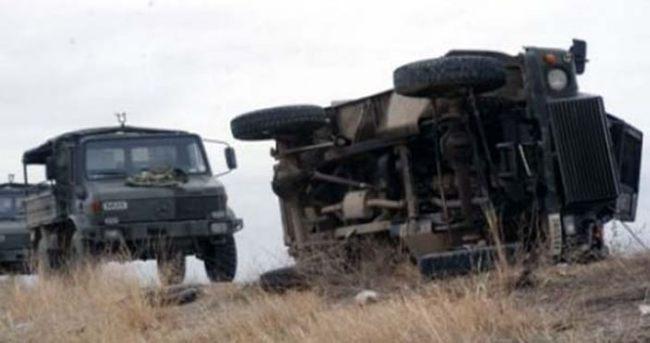 Askeri araç kaza yaptı: 1 ölü, 4 yaralı