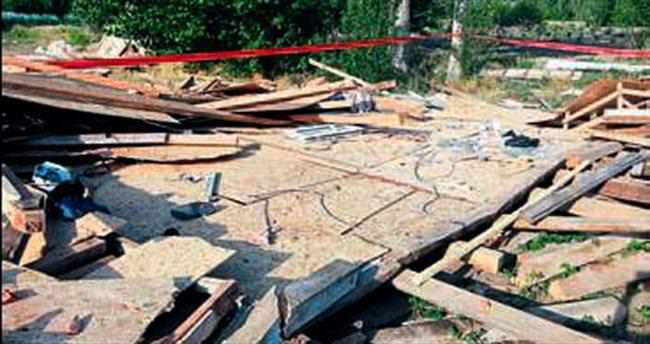 Kiremit döşerken çatı çökünce ev sahibi öldü