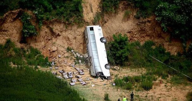 Çin'de otobüs uçuruma yuvarlandı: 11 ölü