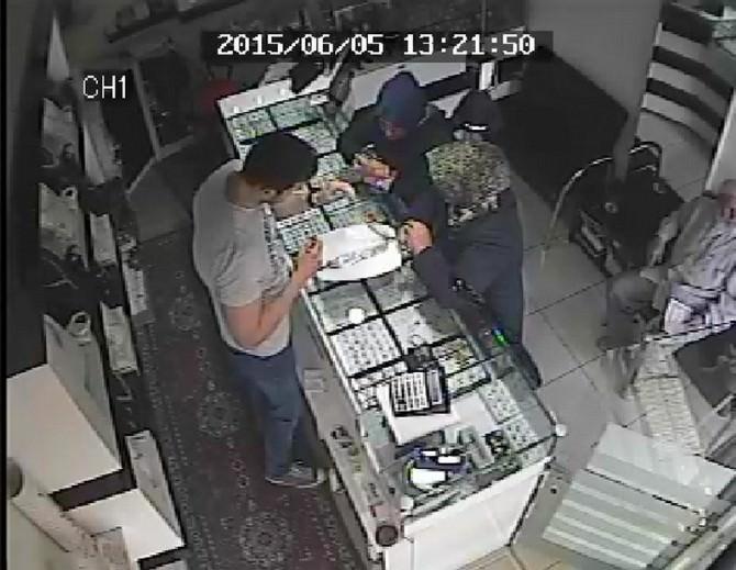 Uşak'ta Altın Çalan 3 Kişi Tutuklandı