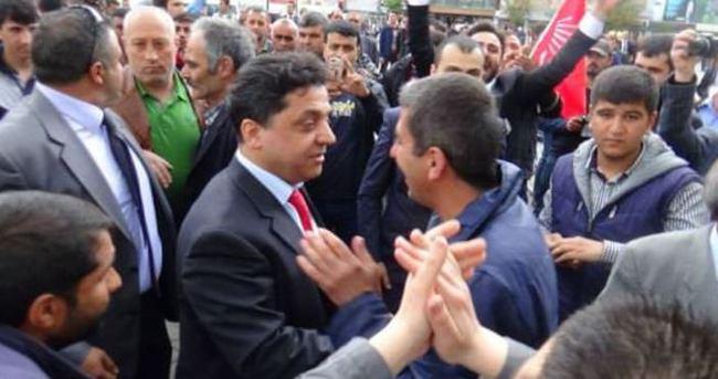 CHP'li vekil adayı gazeteciye yumruk attı