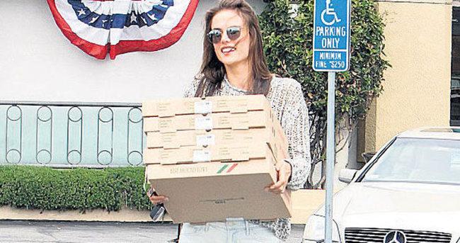 Melek pizzaları götürdü