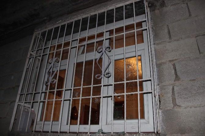 Gaziantep'te Farklı Mahallelerdeki 4 Ev Ve Bir Otomobil Uzun Namlulu Silahlarla Tarandı