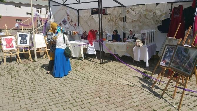 Muş'ta Aile Destek Merkezi Kursiyerleri Sergi Açtı