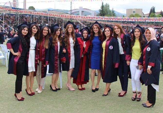 Fen-edebiyat Fakültesi'nden Bin 200 Öğrenci Mezun Oldu