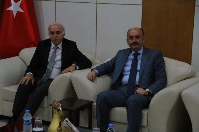 Sağlık Bakanı Müezzinoğlu, Öldürülen Doktorun Ailesini Ziyaret Etti
