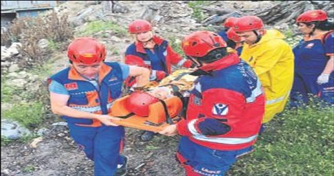 UMKE ekibinden kurtarma tatbikatı