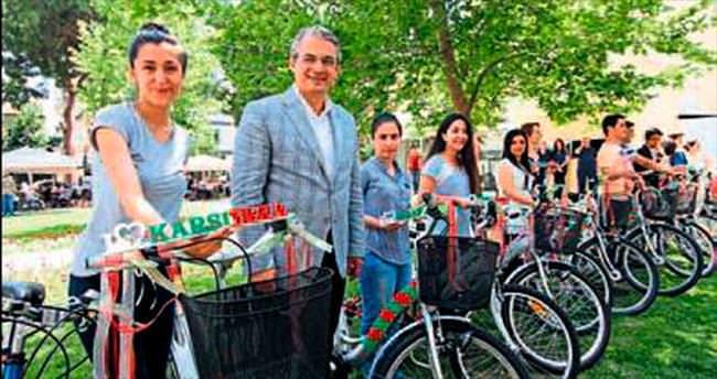 Başarılı olanlara bisiklet hediyesi