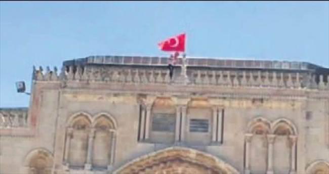 Mescid-i Aksa'ya Türk bayrağı astılar