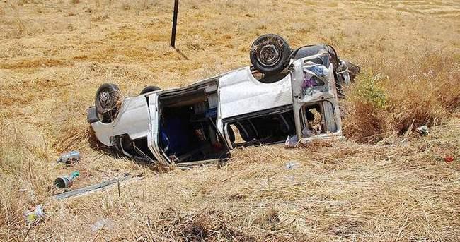 Minibüs devrildi: 15 yaralı