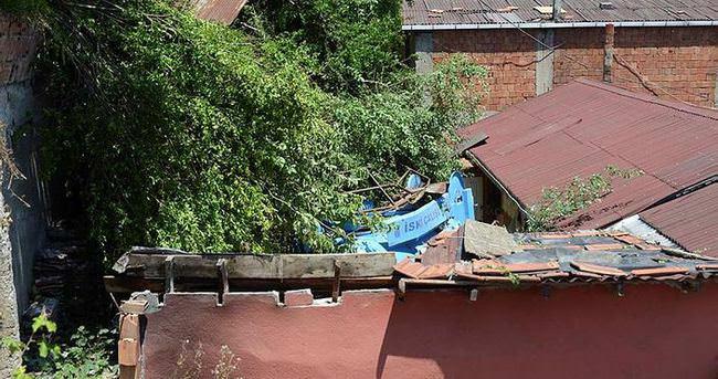 Vidanjör evin çatısına uçtu