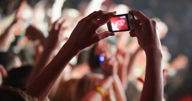 Konserlerde telefon kullanımına tepki