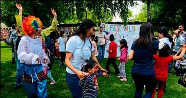 Miniklere oyunla dolu renkli festival