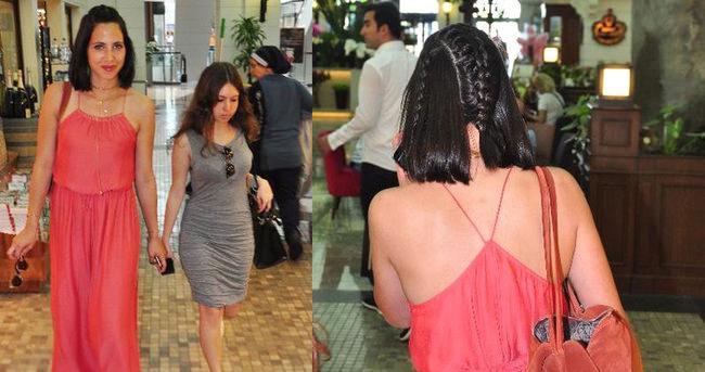 Zehra Çilingiroğlu yeni model saçlarıyla dikkat çekti