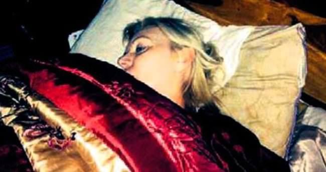 İngiliz kadın, 3 yıldır gözlerini kapatamıyor