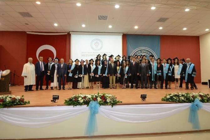 Başkan Uğur Tıp Fakültesinin İlk Mezuniyet Törenine Katıldı
