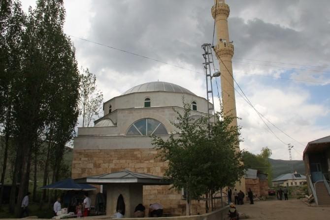 Yaylapınar Köyü Camii Restore Edilerek İbadete Açıldı