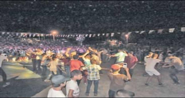 Kaşlılar festivalde Serttaş ile eğlendi
