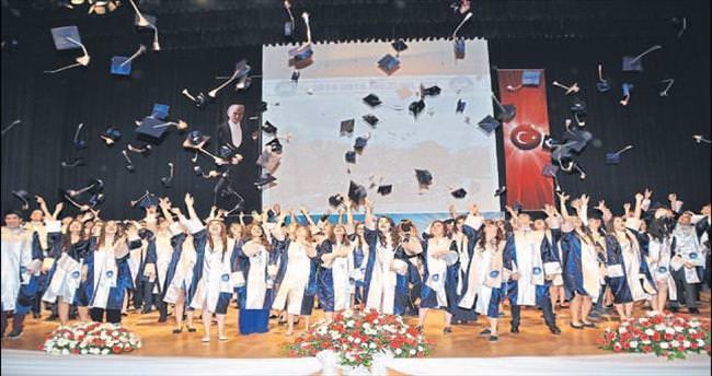 Özel Ege'de mezuniyet coşkusu