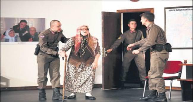Askerin tiyatro yeteneğine alkış