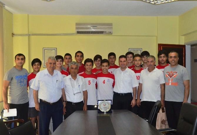 Ataşbak Türkiye İkincisi Hentbolcuları Kabul Etti