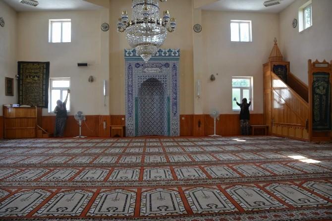 Çay İlçesinde Camilerde Ramazan Temizliği Yapıldı