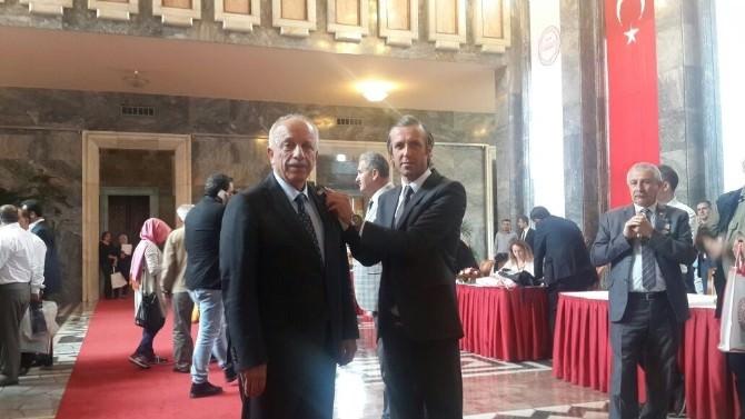 Özbakır Ve Çaturoğlu'na Rozetleri Takıldı