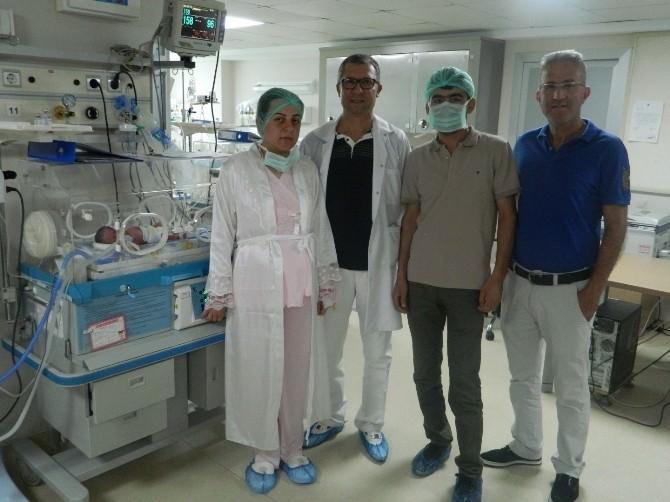 Laparoskopik Cerrahi İle Üçüz Annesi Oldu