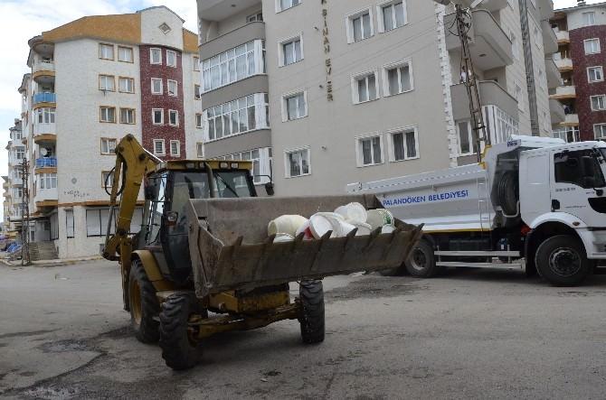 Palandöken Belediyesi Zabıta Ekipleri Miadı Dolmuş Tonlarca Ürünü İmha Etti