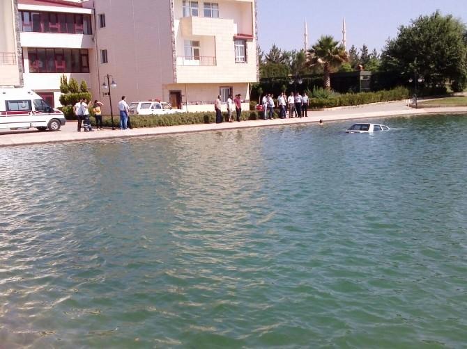 Şanlıurfa'da Otomobil Göle Düştü