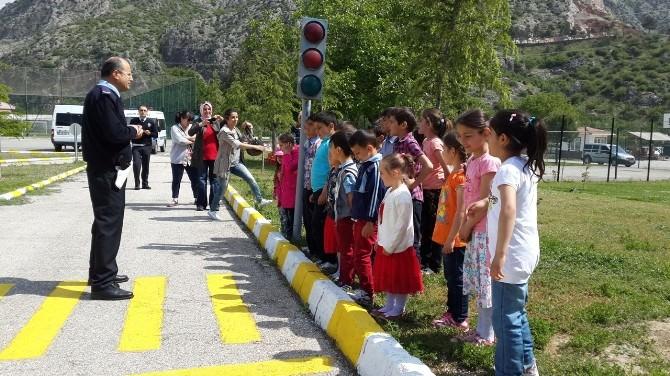 Polisten Bin 500 Öğrenciye Trafik Eğitimi