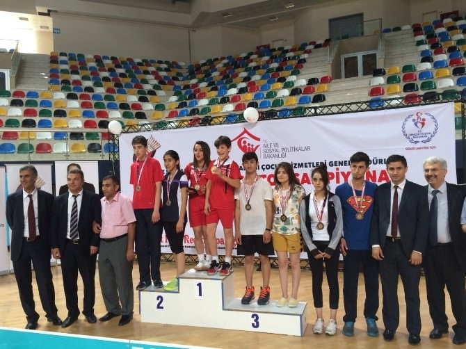 Türkiye Badminton Şampiyonası'nda, Erzurumlu Sporcular Madalya Aldı