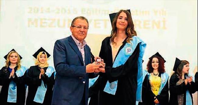 Balıkesir'de mezuniyet sevinci