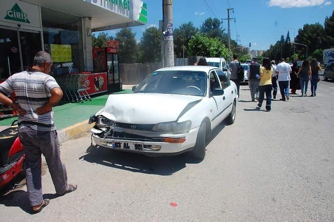 Adıyaman'da Ambulansla Otomobil Çarpıştı