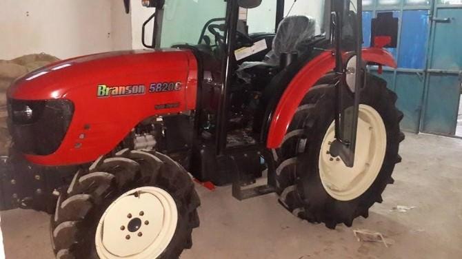 İki Hayırsever, Akçakoca Belediyesi'ne Traktör Bağışladı